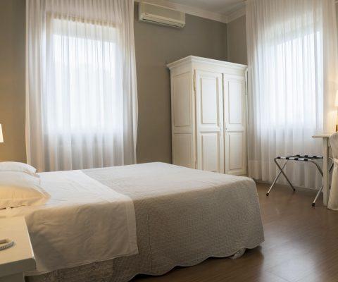 Hotel Positano double room bed